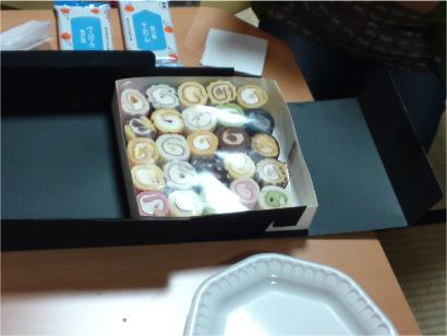 ロールケーキを.jpg