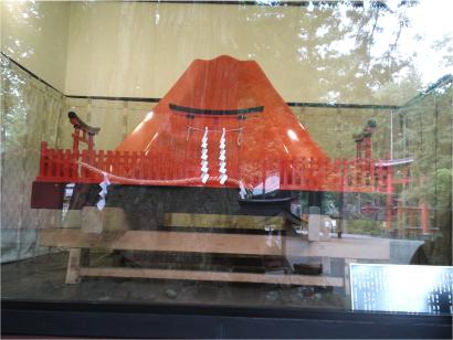 富士山の御神輿.jpg