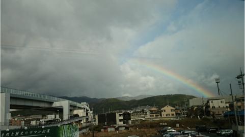 阪急電車から見た虹.png